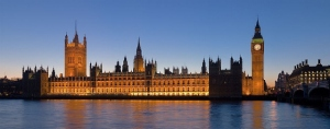 980px-Palace_of_Westminster,_London_-_Feb_2007 (640x252)